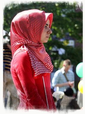 A stylish, volumnious hijab. - by SK Mandal
