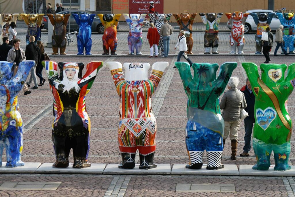 We saw the United Buddy Bears in Helsinki. Sadly, there was no Malaysian bear amongst them. Only in 2011 was one created. - <em>by S.L. Wong</em>